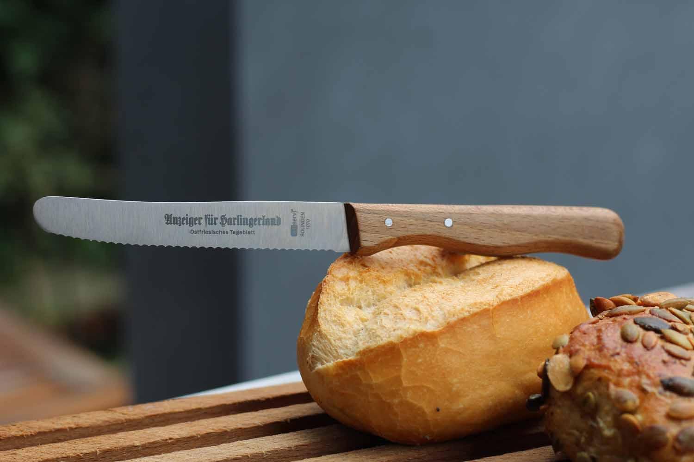 Brötchenmesser aus Solingen mit Wellenschliff